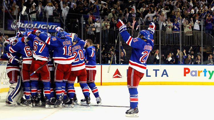 La joie des New York Rangers  (MIKE STOBE / GETTY IMAGES NORTH AMERICA)