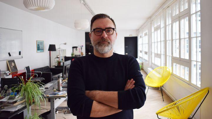 Thierry Langlois,gérant de la sociétéde production de concerts Uni-T, dans ses bureaux à Paris,le 2 février 2021. (PAULINE PENNANEC'H / RADIO FRANCE)