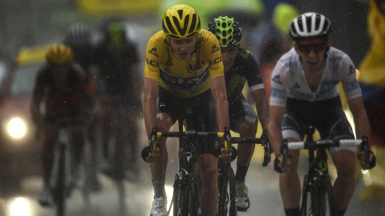 Nairo Quintana, comme à son habitude, dans l'ombre de Chris Froome (LIONEL BONAVENTURE / AFP)