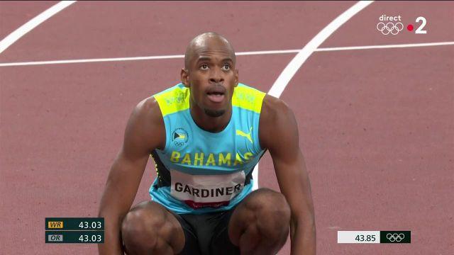 L'athlète bahaméen a remporté la finale du 400 m en 43,85 secondes.