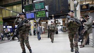 Image d'illustration de militaires en patrouille dans la gare du Nord à Paris, le 13 janvier 2015. (MAXPPP)