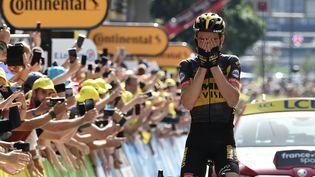 Sepp Kuss (Jumbo Visma), ému sur la ligne d'arrivée, a remporté la 15e étape du Tour de France 2021. (PHILIPPE LOPEZ / AFP)