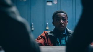 """Asante Blackk incarne Kevin Richardson, l'un des """"Cinq de Central Park"""" arrêté par la police à l'âge de 14 ans, interrogé par la police et condamné à 7 ans de prison. (ATSUSHI NISHIJIMA/NETFLIX / FIVE_1040)"""