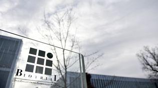 L'entrée du bâtiment du laboratoire Biotrial à Rennes (Ille-et-Vilaine), le 16 janvier 2016. (LOIC VENANCE / AFP)