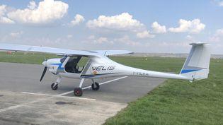 Le Velis, l'avion électrique de Pipistrel. (FREDERIC BENIADA / RADIO FRANCE / FRANCEINFO)
