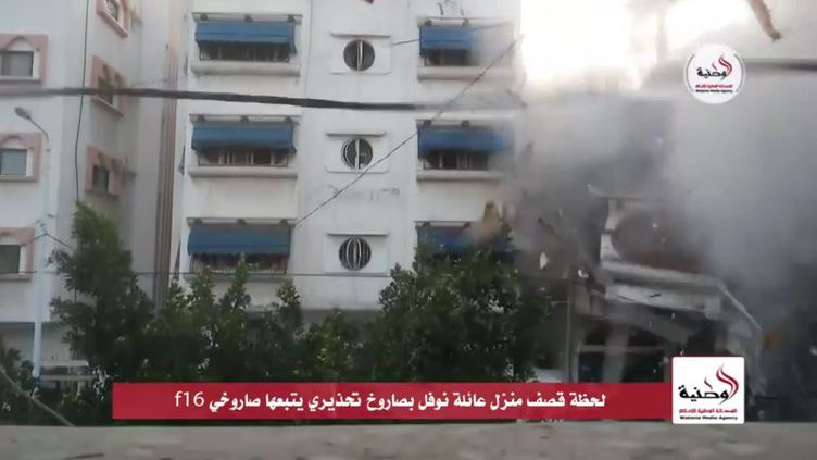 Cette vidéo, diffusée le 12 juillet par l'agence gazaouie Watania Media Agency,montre une frappe israélienne sur un immeuble. (WATANIA MEDIA AGENCY / YOUTUBE)