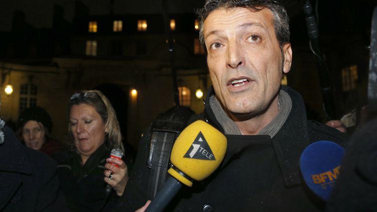 Edouard Martin, le délégué CFDT du site ArcelorMittal deFlorange (Moselle), dans la cour de Matignon, le 5 décembre 2012. (PIERRE VERDY / AFP)