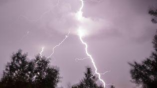 Des éclairs dans le Lot-et-Garonne, le 6 août 2013. (MAXPPP)