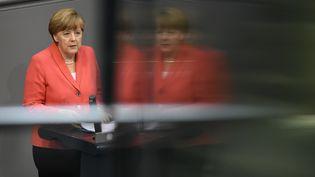 La chancelière allemande,Angela Merkel, s'exprime devant le Bundestag, à Berlin (Allemagne), le 17 juillet 2015. (TOBIAS SCHWARZ / AFP)
