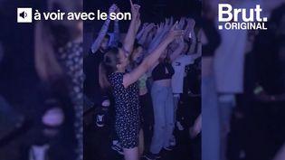 """VIDEO. """"La jeunesse va revivre !"""" : soirée riche en émotions pour Matthieu qui a pu rouvrir sa boîte de nuit (BRUT)"""