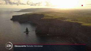 Pour ce numéro du feuilleton du 13h, France 2 nous fait découvrir la côte Ouest de l'Irlande et ses falaises vertigineuses. (France 2)