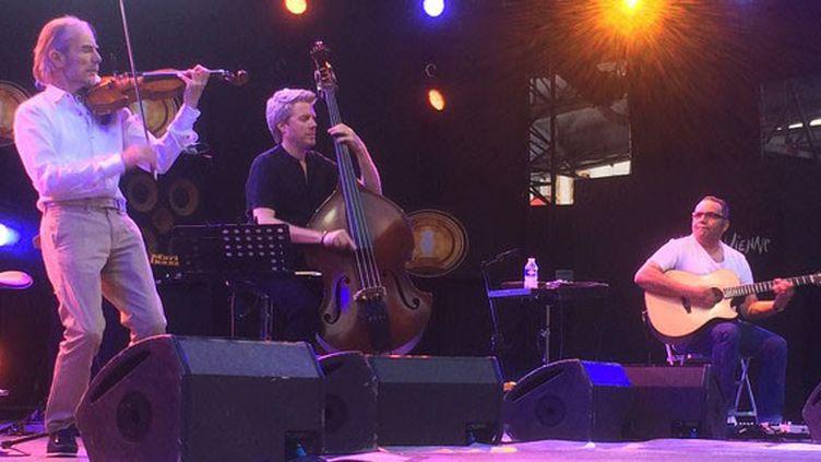 Le trio sur scène à Vienne, dimanche 9 juillet (Jean-François Convert)