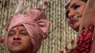 En Inde, de nombreux couples décident de se marier en respectant les traditions nationales. (CAPTURE ECRAN FRANCE 2)