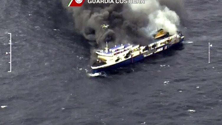 Le Norman Atlantic était parti de Patras (Grèce) à destination d'Ancône (Italie) lorsqu'un violent incendie s'est déclaré à bord, le 28 décembre 2014, au large de l'Albanie. (GUARDIA COSTIERA / REUTERS)