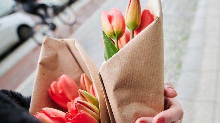 Les fleurssymbolisent la nature, mais souvent en apparence seulement. (ANNETTE RIEDL / DPA)