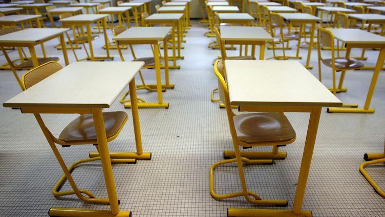 Une salle de classe vide, à Paris, le 8 janvier 2014. (Photo d'illustration) (THOMAS SAMSON / AFP)