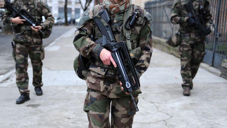 Une patrouille de l'opération Sentinelle. Photo d'illustration. (REMY GABALDA / AFP)