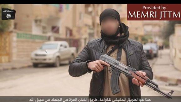 Dans une vidéo de propagande du groupe Etat islamique publiée le 15 janvier 2015, Sofiane* se réjouitdes attentats qui ont touché Paris. (DR)