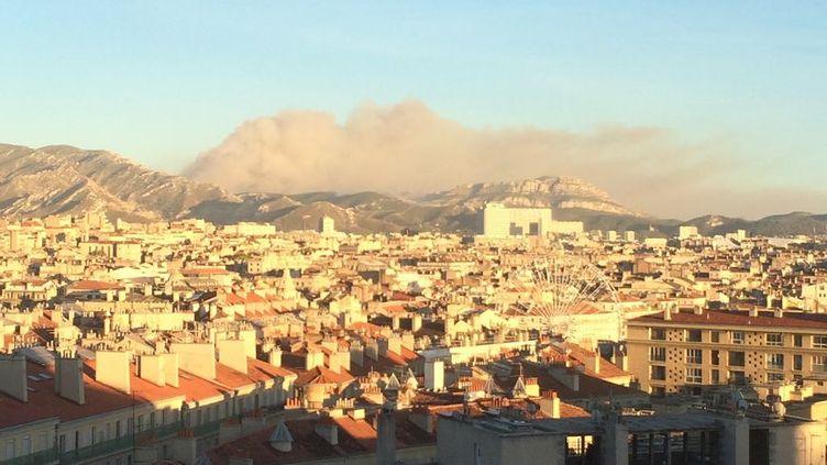 Le feu sur le col de la Gineste (© Radio France - MELANIE MASSON)