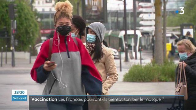 Covid-19 : les Français pourront-ils bientôt faire tomber le masque ?