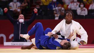 L'émotion de Clarisse Agbégnénou juste après sa victoire en finale face àTina Trstenjak, mardi 27 juillet 2021 à Tokyo. (JACK GUEZ / AFP)