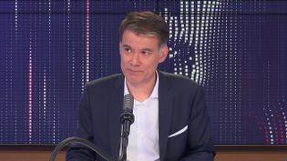 """Olivier Faure, le Premier secrétaire du Parti Socialiste et député de Seine-et-Marne était l'invité du """"8h30 franceinfo"""", vendredi 16 juillet 2021. (FRANCEINFO / RADIOFRANCE)"""