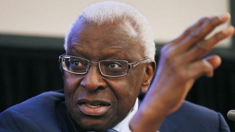(Lamine Diack, l'ancien président de l'IAAF est mis en examen en France pour corruption passive © Maxppp)