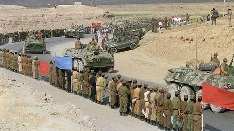 Une colonne de blindés soviétiques quittant le territoire afghan, le 15 mai 1988. (A.Solomonov / Ria Novosti)