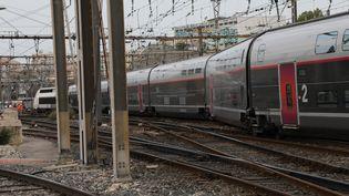 Le TGV Paris-Marseille a déraillé vendredi 24 août 2018vers 18 heures alors qu'il entrait dans la gare Saint-Charles. (VAL?RIE VREL / MAXPPP)