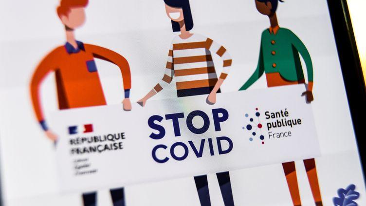 L'application française StopCovid n'a été téléchargée que par 2,5 millions de personnes. (DENIS CHARLET / AFP)