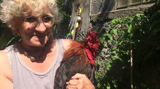 A Saint-Pierre d'Oléron, les touristes et les voisins de Corinne Fesseau, célèbre chanteuse locale, veulent la tête de son coq (JULES DE KISS/ RADIO FRANCE)