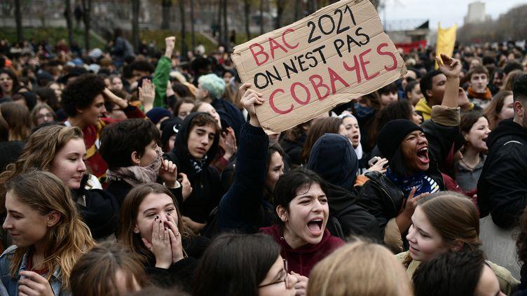Le slycéens manifestent à Paris, le 7 décembre 2018. (PHILIPPE LOPEZ / AFP)