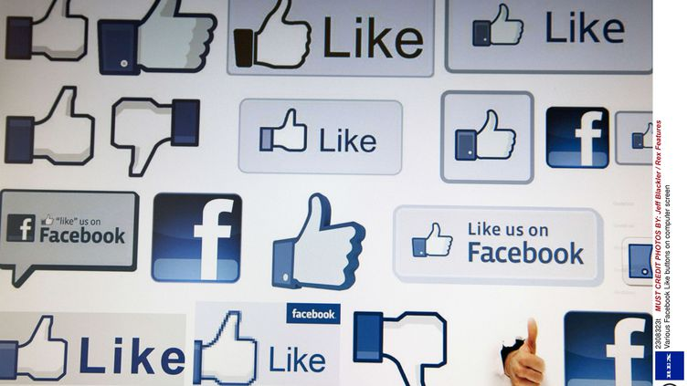"""Facebook teste un tag """"satire"""" pour que ses utilisateurs différencient les articles parodiques des """"vraies"""" informations. (JEFF BLACKLER / REX FEA / SIPA)"""