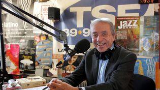 Pierre Bouteiller dans les locaux de la radio TSF Jazz en 2006. (MAXPPP)