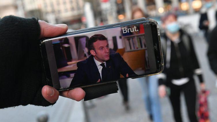 Le président de la République, Emmanuel Macron, interviewé par le média en ligne Brut, le 4 décembre 2020. (MAXPPP)