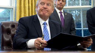 Donald Trump, président desÉtats-Unis, le 23 janvier 2017, à la Maison Blanche à Washington. (Photo d'illustration) (SAUL LOEB / AFP)