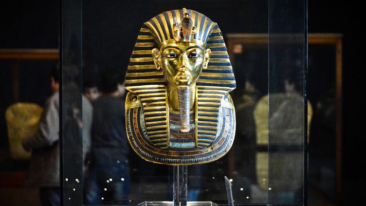 A la suite de travaux, la barbe de Toutankhamon avait été abîmé et mal réparé par des des employés du musée du Caire.  (MOHAMED EL-SHAHED / AFP)