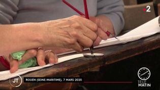 Des Rouennais ont passé leur certificat d'études primaires à la plume (FRANCE 2)