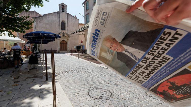 La mort du maire de Signes fait la une de la presse dans sa commune du Var. (DOMINIQUE LERICHE / MAXPPP)