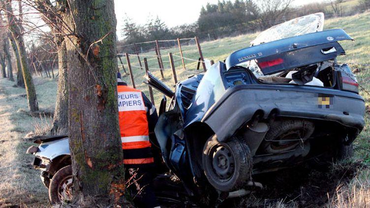 (La baisse de 11% du nombre de morts sur les routes en mars tranche dans un contexte de relâchement des conducteurs © Maxppp)