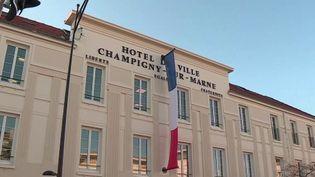 Champigny-sur-Marne : le maire veut indemniser les grévistes (FRANCE 2)