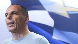 """Le ministre des Finances, Yanis Varoufakis, réagit à la victoire du """"non"""" au référendum grec, le 5 juillet 2015 à Athènes (Grèce). (ALKIS KONSTANTINIDIS / REUTERS)"""