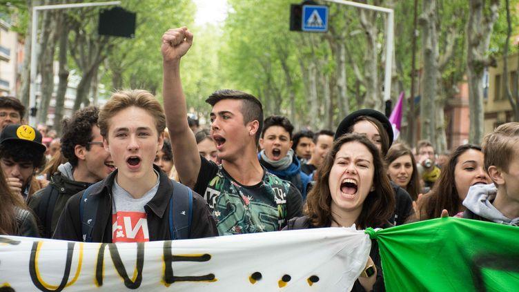 Des manifestants opposés à la loi Travail défilent à Toulouse (Haute-Garonne), le 3 mai 2016. (CITIZENSIDE/MAXIME REYNIE / AFP)