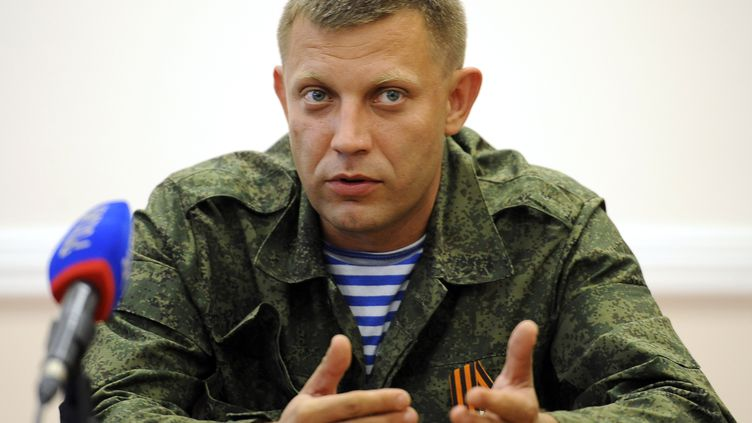 Alexandre Zakhartchenko, l'un des principaux chefs des séparatistes pro-russes de l'est de l'Ukraine, lors d'une conférence de presse à Donetsk (Ukraine), le 7 août 2014. (ALEXANDERR KHUDOTEPLY / AFP)