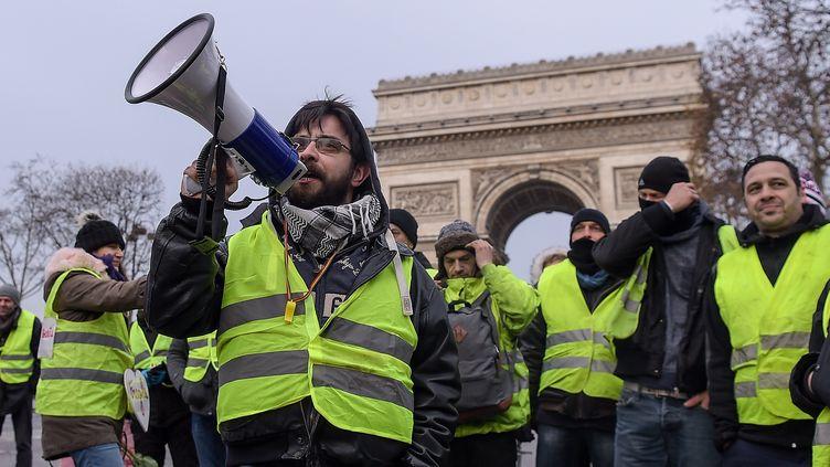 """Des """"gilets jaunes"""" rassemblés à Paris, le 15 décembre 2018. (LUCAS BARIOULET / AFP)"""