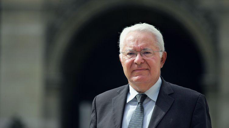 Jean-Pierre Giran, le maire d'Hyères, le 16 mai 2006 devant l'Assemblée nationale, à Paris. (JOEL SAGET / AFP)