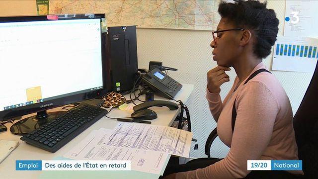 """Plan """"1 jeune, 1 solution"""" : l'État accuse des retards dans le versement des aides"""