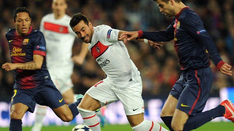 A la 4e minute du quart de finale retour, Lavezzi part en contre mais rate son contrôle alors que Piqué et Adriano revenaient sur lui
