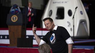 Le patron de SpaceX, Elon Musk, après le lancement réussi de la fusée Falcon-9 depuis le centre spatial Kennedy, en Floride (Etats-Unis), le 30 mai 2020. (SAUL MARTINEZ / GETTY IMAGES NORTH AMERICA / AFP)