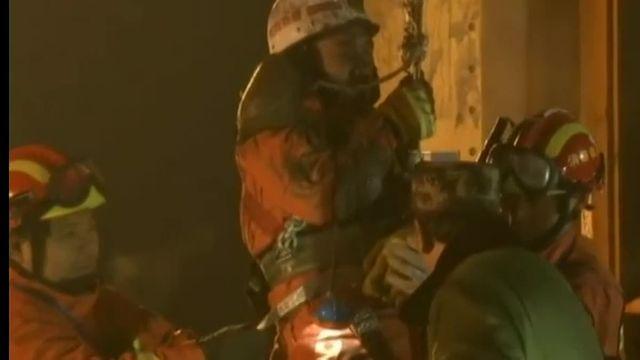 En Chine, quatre mineurs bloqués 36 jours sous terre ont été sauvés